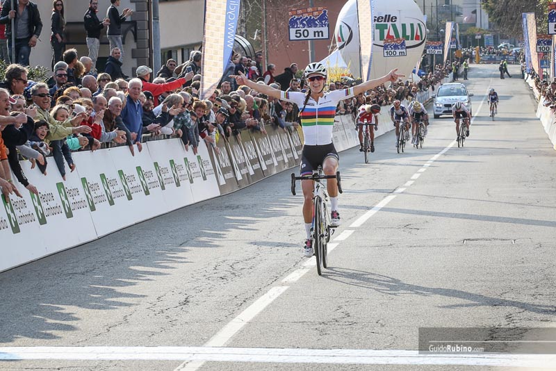 The first solid attack was made by Carmen Small (Cervelo) and Ann Sophie  Duyck (Totsport Vlaanderen) who b9370660d